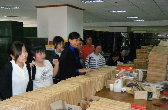 现有档案学教研室、信息管理与信息系统教研室,设有资料室1个,拥有财政部与云南省共建文献整理与保护实验室1个,图书情报实验室1个,实验室下设有文献保护技术实验分室、档案管理实训实验分室、信息组织与检索实训实验分室、声像技术实验分室和文献数字化技术实验分室,购置有仪器设备数量370台(套),仪器设备价值总627万元,拥有缩微胶片冲洗机等多种专业教学实验设备,以及图书馆管理系统、档案管理系统、数据分析与数据挖掘等软件系统,具备了完备的教学实验条件。建立实习基地近20个,日常教学周期间组织学生到云南大学档案馆